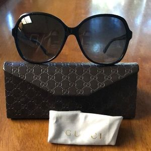 Gucci Butterfly Frame Sunglasses GG3721/s Black